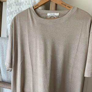 Vici Gold metallic t shirt. Size large. Super chic